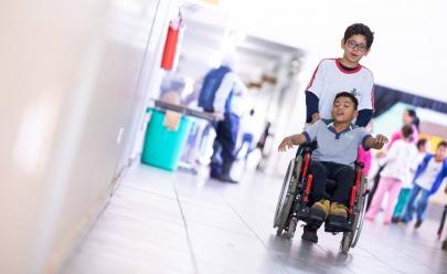 Por colega deficiente, alunos têm dia com cadeira de rodas no interior de São Paulo