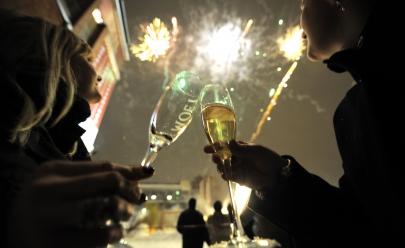 Festa de réveillon 2017 do Castro's Park Hotel terá tema 'Noite de Luzes' com discotecagem, open bar e buffet completo em Goiânia