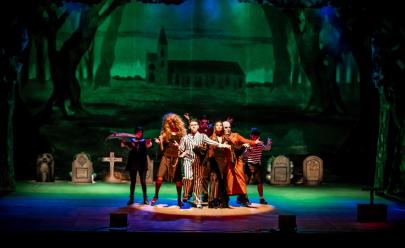 Musical Família Addams se apresenta no Teatro Basileu França em Goiânia