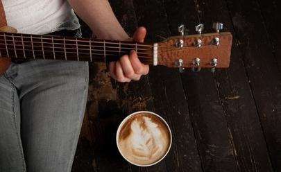 Goiânia recebe sarau gratuito com piano, violão, poesia e muito café