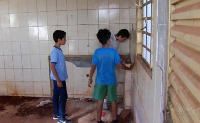 Adolescentes encontram R$ 12 mil, devolvem o dinheiro e ganham recompensa em Santa Rosa de Goiás