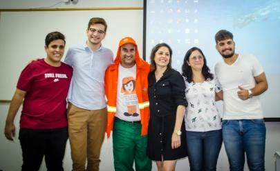 Jardineiro da Comurg troca a enxada pelo diploma de jornalismo em Goiânia