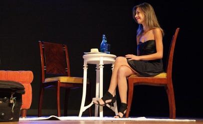 Regiões de Brasília recebem espetáculo gratuito que aborda abusos psicológicos sofridos por mulheres