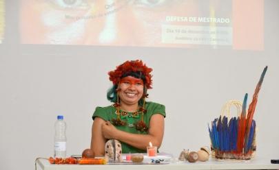 Primeira estudante indígena defende mestrado em Goiânia