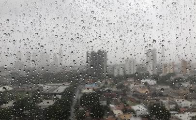 Sábado a noite deve ser de chuva em Goiânia