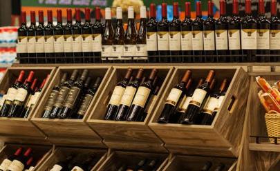 Supermercado em Goiânia dá desconto de 50% em vinho eespumante neste fim de semana