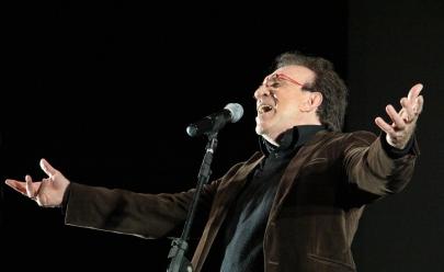 Moacyr Franco divulga o repertório das músicas que vai cantar no show em Goiânia