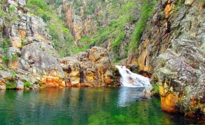 Descubra um recanto de águas cristalinas cercado por montanhas a poucas horas de Uberlândia