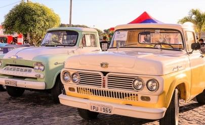 Encontro com mais de 300 veículos antigos acontece em Goiânia