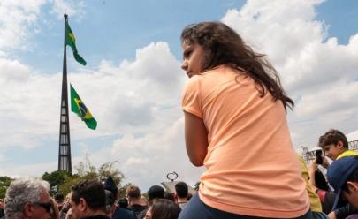 Troca da bandeira em Brasília tem presença da Marinha e atividades gratuitas para o público