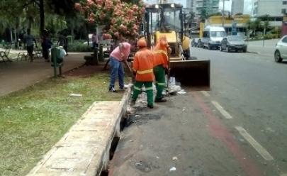 Descarte irregular de lixo pela cidade gera 3600 toneladas de entulho retirados dos bueiros por ano