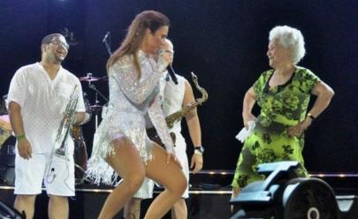 Vovó sobe no palco e diz que vai 'piriguetar' com Ivete Sangalo