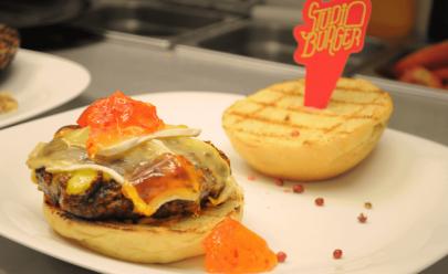 Studio Burger oferece dobradinha de cerveja especial, chopp e petiscos para happy hour em Goiânia