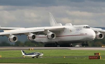 Maior avião do mundo chega ao Brasil; veja o pouso do gigante Antonov