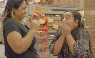 Apaixonada por supermercado, menina conquista funcionários e viraliza na web