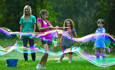 Brasília terá encontro de bolhas de sabão gigantes com entrada gratuita
