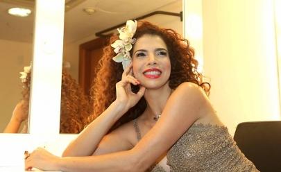 Vanessa da Mata apresenta 'Delicadeza' no Teatro Rio Vermelho em Goiânia