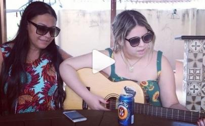 Marília Mendonça publica vídeo cantando com a mãe e mostra que o talento vem de berço