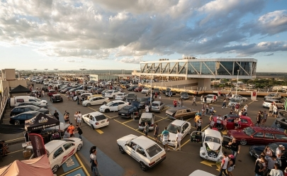 Shopping de Brasília recebe encontro beneficente de carros modificados