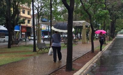 Frente fria chega a Goiânia com chuva e queda de temperatura