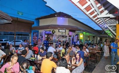 Programação gratuita com happy hour e música ao vivo são destaques no Mercado Popular da 74 em Goiânia