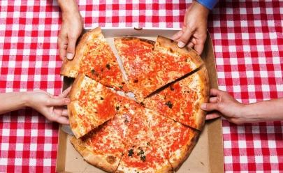 Pizzaria oferece rodízio por conta da casa para aniversariantes de março em Uberlândia