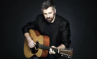 Emmerson Nogueira volta à Uberlândia  combinando voz, violão e hits marcantes