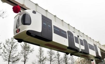 China inaugura monotrilho com trem inspirado em urso panda