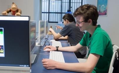 Escola de criação de jogos promove oficinas gratuitas para crianças