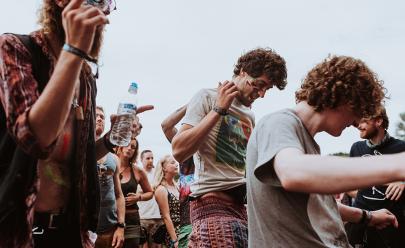 Festival com entrada gratuita reúne música, feira gastronômica e exposições em Goiânia