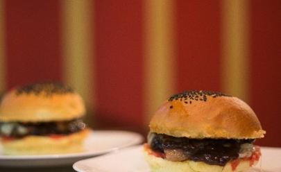 Hamburgueria combina sanduíches artesanais com som de qualidade em espaço criativo em Goiânia