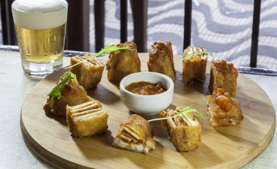 Bar tradicional de Brasília faz happy hour com dose dupla de chope por R$8,90