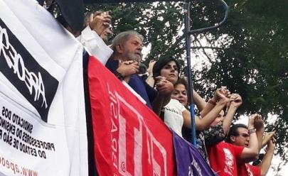 Lula afirma em discurso público que se entregará à Polícia Federal