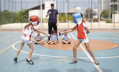 Oficina de esgrima para crianças acontece em Brasília