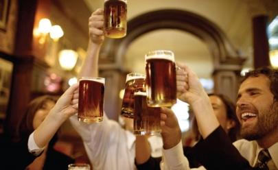 Pesquisa diz que homens precisam sair para beber com os amigos ao menos duas vezes por semana