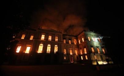 Incêndio transforma em cinzas grande parte da história do Brasil e destrói Museu Nacional no RJ