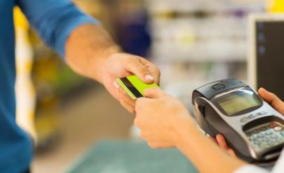 Banco lança cartão de crédito consignado sem consulta ao SPC e Serasa e sem anuidade
