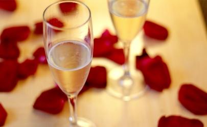 Vivence Suítes Hotel oferece jantar de Dia dos Namorados ao som de Maria Eugênia