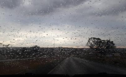 Brasília tem chuva após 81 dias de seca