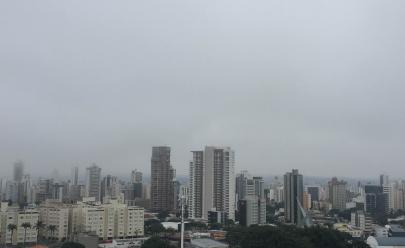 Neblina e frio marcam o dia em Goiânia