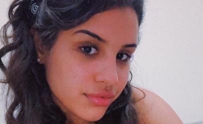 Blogueira que casou consigo mesma é atacada na web e morre um dia após cerimônia
