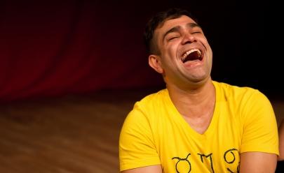 Evandro Santo, o 'Christian Pior' do Pânico faz show de humor nesta quinta em Goiânia