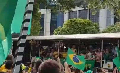 Grupo pró-Bolsonaro promove adesivaço e manifestação em Goiânia