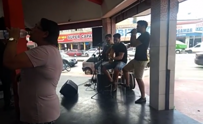 Show de sertanejo ao vivo em açougue de Goiânia chama a atenção de internauta e viraliza na web