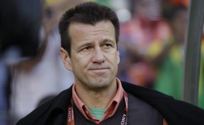 Seleção brasileira vira piada e internautas pedem o impeachment de Dunga