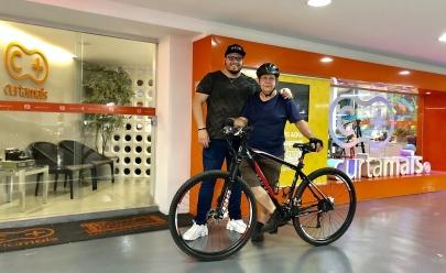 Entregador de 66 anos que alugava bicicleta para trabalhar ganha uma de presente de leitor do Curta Mais