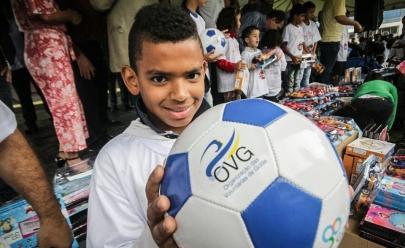 Show de Natal entrega 600 mil brinquedos para crianças carentes em Goiás