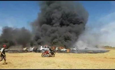 Incêndio deixa 19 carros destruídos durante a festa Playground, em Goiânia
