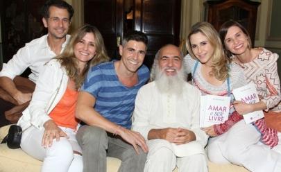 Guru dos famosos no Brasil, Sri Prem Baba cria comunidade em Goiás