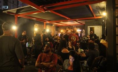 Goiânia recebe noite de karaokê com entrada gratuita